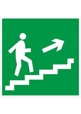 E15 Направление к эвакуационному выходу по лестнице вверх (правосторонний)