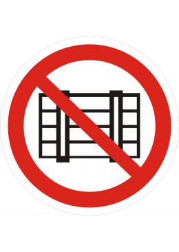 P12 Запрещаеться загромождать проходы и (или) складировать